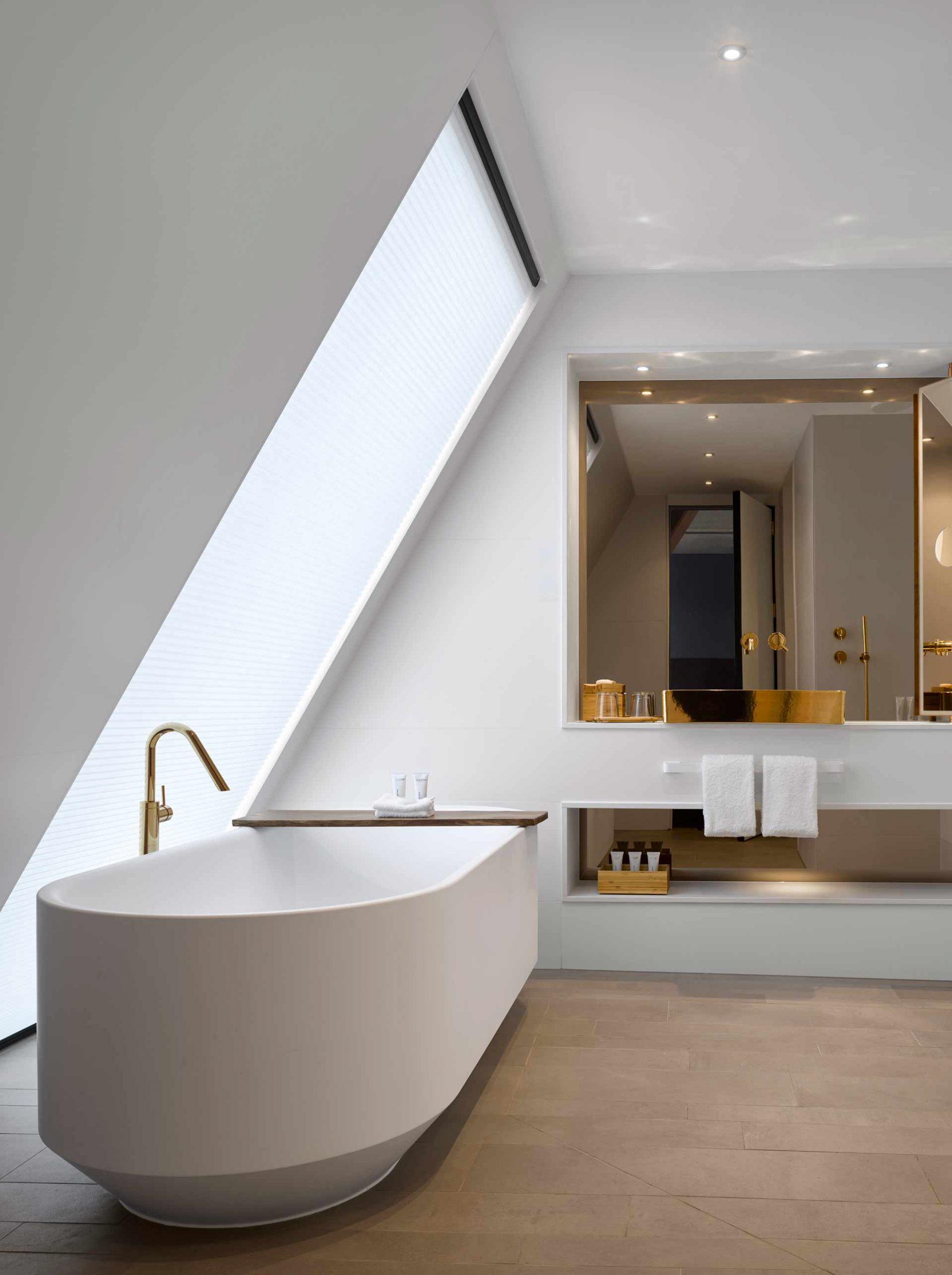 Will-Pryce-bathroom-nobu-interior-scaled-1